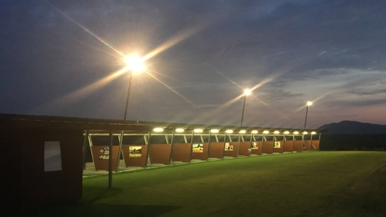 Night lighting on driving range